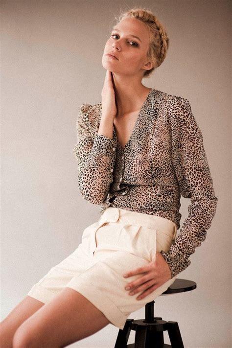terrasse feminin ou masculin equal parts masculine and feminine this collarless shirt