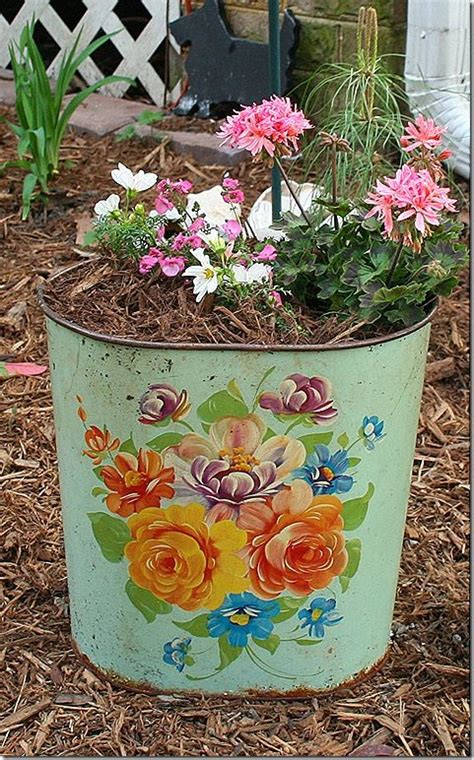 Trash Can Planter by 1000 Images About Garbage Can Planter On