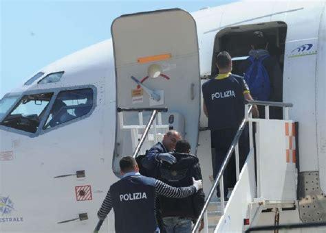 questura di reggio calabria ufficio immigrazione la polizia di reggio espelle un etiope autore di numerosi