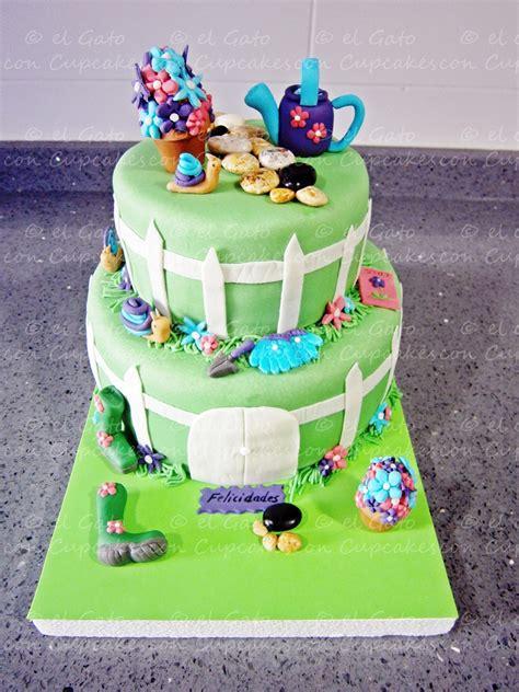 tarta fondant dos pisos el gato con cupcakes nuestra primera tarta de dos pisos