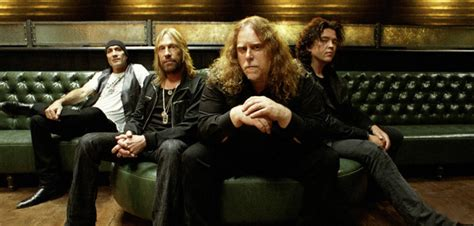 gov t mule guests honor musicians who died in 2016 on gov t mule southern rock bands puresouthernrock com