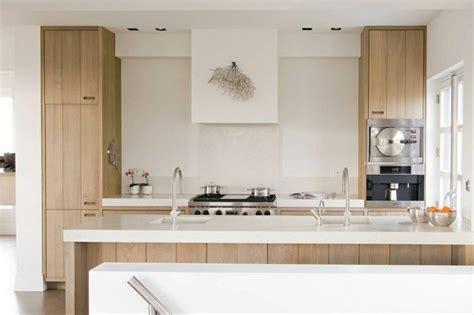 cuisine bois clair moderne mitigeur douchette le robinet de cuisine moderne par mgs