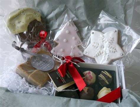luxury gift hampers buttercup cakes