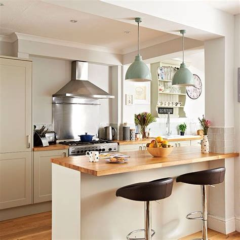 Pendant Lights Over Breakfast Bar Source Deborah Eldridge Kitchen Bar Lighting