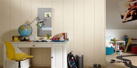 Holzpaneele Streichen Mit Wandfarbe by Kunststoffpaneele Streichen Wandverkleidung In Einer
