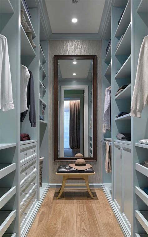closet azul deixa  espaco suave  aconchegante bedroom