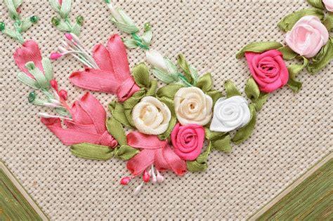 Decoration Florale Avec Ruban Satin by Madeheart Gt Tableau Brod 233 Au Ruban De Satin Carr 233 Cadre