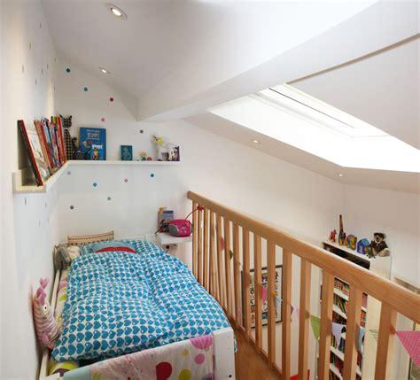 kinderzimmer dachschrage hochbett umbau kinderzimmer einbau 2 ebene schlafebene hochbett