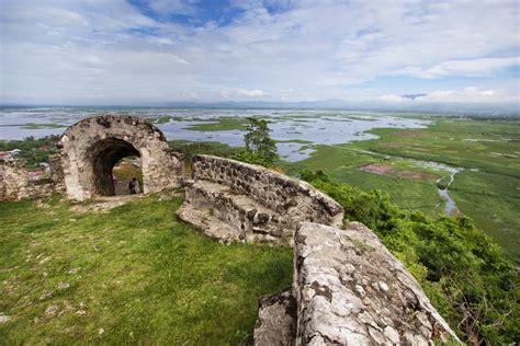 Benteng Otanaha benteng otanaha nikmati pemandangan cantik dari puncak