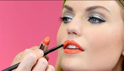 tutorial lipstik yang benar ini 7 cara agar warna lipstik awet di bibir