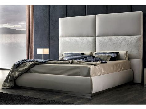 bettgestell mit hohem kopfteil tete de lit haute
