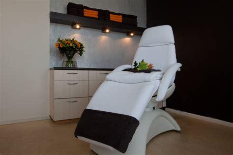 tweedehands stoel schoonheidssalon huidinstituut estique de gepecialiseerde schoonheidssalon