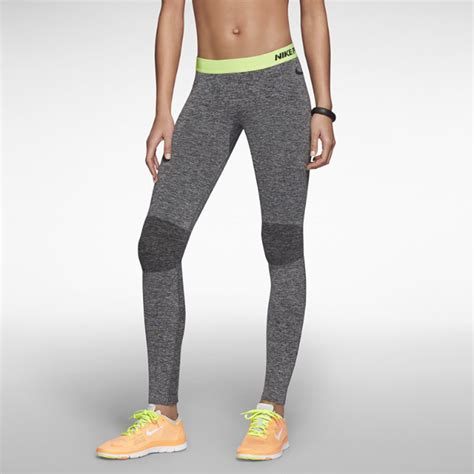 Womens Robo Legging Print Compression a darker knee accent and a slender style citrine waistband make these nike