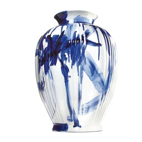 Blue Vases by Gestalten One Minute Delft Blue Vase