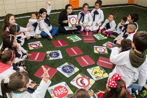 imagenes niños trabajando en la escuela nissan estimula la educaci 243 n vial en ni 241 os jugando