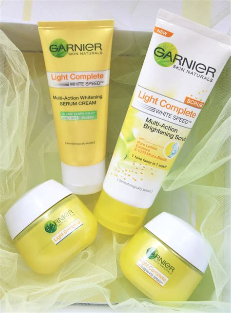 Bedak Garnier Light Complete vani sagita review garnier