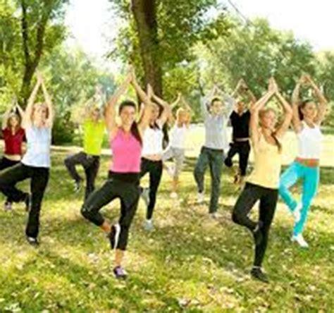 imagenes de yoga al aire libre yoga en el parque alcorcon uolala