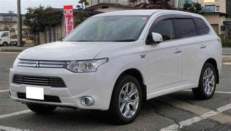 mitsubishi outlander phev the motoring world mitsubishi now offers the outlander