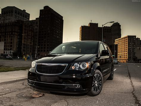 Chrysler Town And Country S by Chrysler Town And Country S 2013 Pictures Information