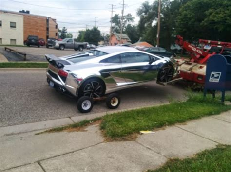 crashed lamborghini veneno chrome lamborghini crashes into jeep wrangler in michigan