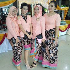Kain Batik Pastel 18 bridesmaids option 3 in blue kebaya particularly in with the choice of color that