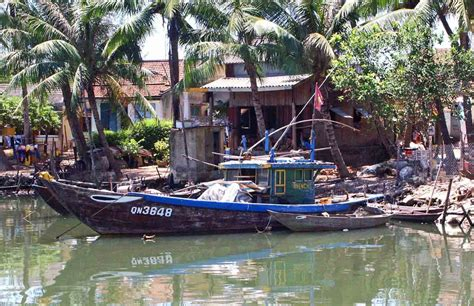 small boat vietnam hoi an remember china beach madang ples bilong mi