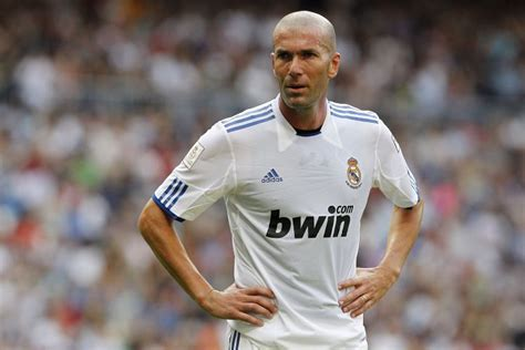 imagenes zidane real madrid the legend of football zinedine zidane in one of his games