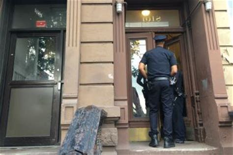 bed stuy crime woman found dead with bruises in her bed stuy apartment