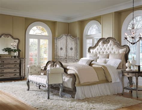 upholstered king bedroom set arabella upholstered bedroom set from pulaski 211170