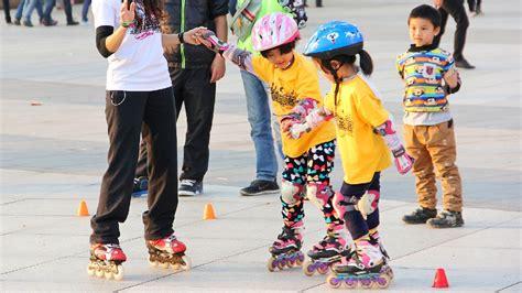 Sepatu Roda Anak 3 Tahun hindari cedera anak saat bermain sepatu roda