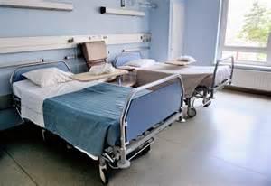 un patient retrouv 233 mort dans les toilettes d un h 244 pital