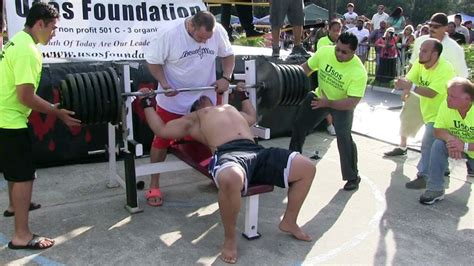 whats the world record for bench press when 725 pounds comes crashing on your chest world record