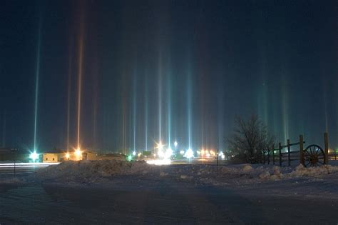 Light Pillars | natural phenomenon light pillars