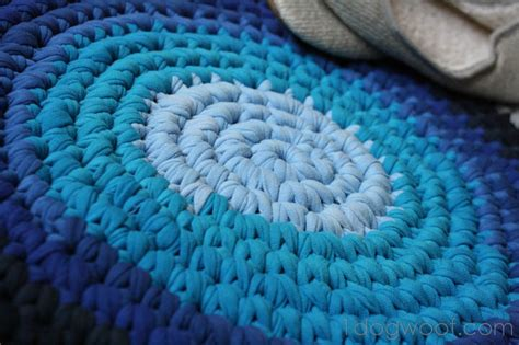 how to crochet a rug out of t shirts crochet rug from repurposed t shirts one woof
