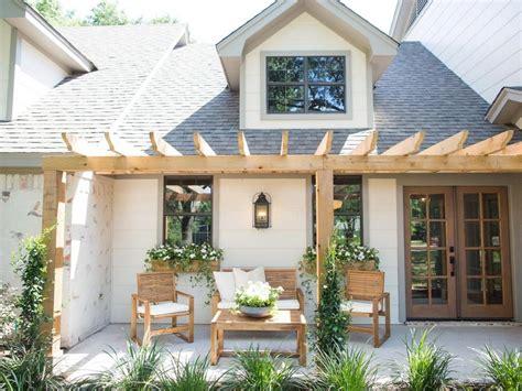 farmhouse backyard 80 farmhouse backyard deck design ideas remodels