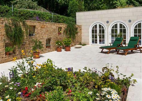 sichtschutz mit pflanzen 1230 klassische villa in wien schubert naturstein