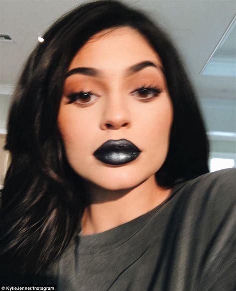 Lip Metal Matte jenner shows new black metal matte lipstick