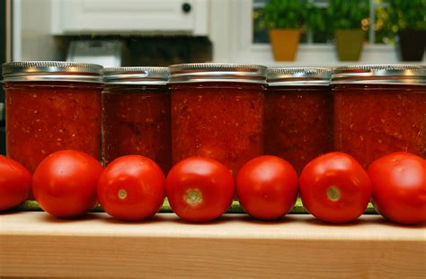 Canned Tomato Juice Shelf by Canning Crushed Tomatoes Growing A Greener World Tv