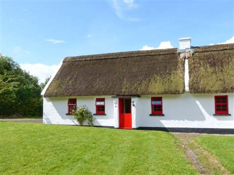 no 10 tipperary thatched cottage puckane county