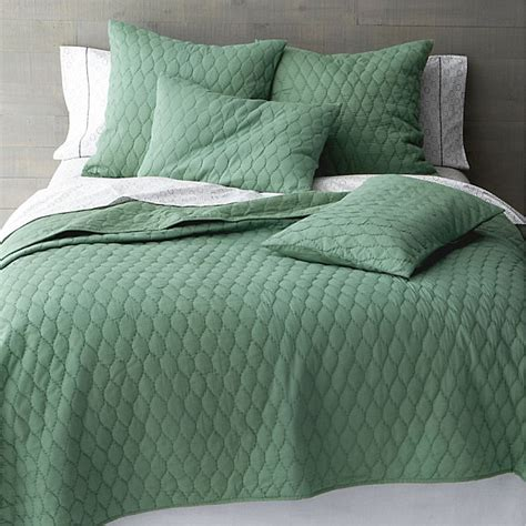 green coverlets 17 fabulous modern bedding finds