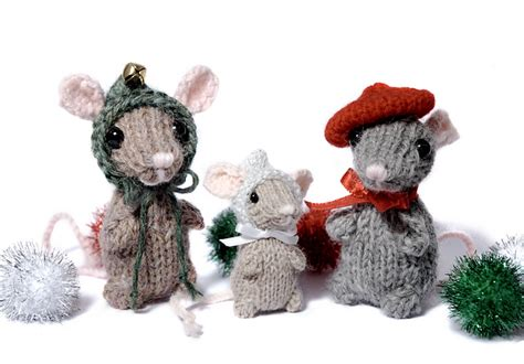 knitting pattern christmas mouse trio of holiday mice with free knitting pattern content