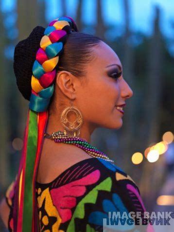hair braiding styles mexican los monos en su pelo ribbons in her hair mexico