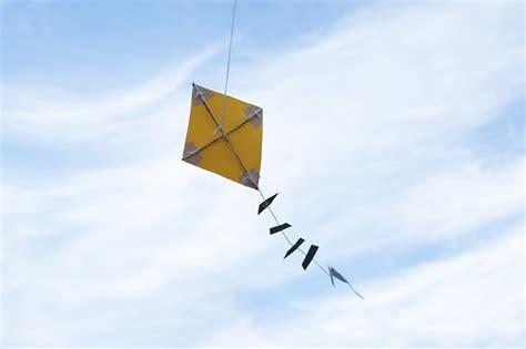 How To Make A Paper Kite That Flies - handmade kite