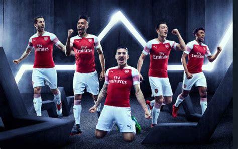 arsenal kit dls 2018 arsenal fans fume over new arsenal kit unveiled for 2018