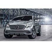 Mercedes Benz ML 2018 Front Angle  Cars Coming Out