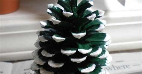 pinecone tree crafter s delights tutorial pine cone christmas tree