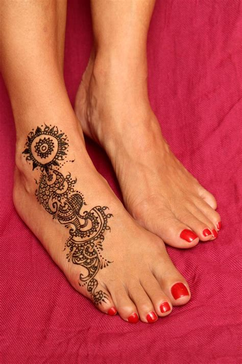 henna tattoo small on hand 25 best ideas about small henna tattoos on