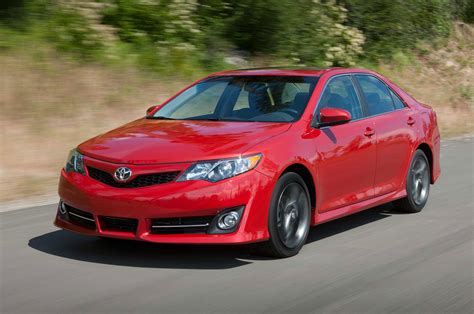 Toyota Camry 2014 2014 toyota camry se three quarters in motion drivers view