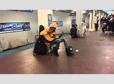 Subway performer stuns crowd with Fleetwood Mac's ... Mac S
