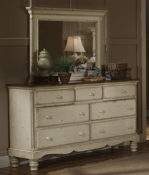White Antique Bedroom Furniture Hillsdale Wilshire 5 Poster Bedroom Set In Antique White Beyond Stores